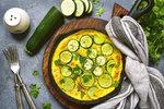 O Velikonocích většinou na stole převládá nezdravé jídlo. Přitom z vajec, které jsou pro tyto svátky tím největším symbolem, se dá připravit spoustu zdravých receptů. Ať už budou vejce v jídle hlavní surovinou, nebo vytvoříte pokrm inspirovaný jejich vzhledem, určitě u hostů zabodujete!