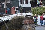 Horor v dovolenkovém ráji: Autobus s turisty sjel ze srázu: 29 mrtvých a desítky zraněných