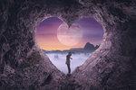 """Velký pátek ozáří takzvaný """"Růžový"""" úplněk, který nastane 19. 4. a bude v laskavém znamení Vah. Co to znamená? Lásku, pochopení, harmonii a porozumění. To se docela hodí k prodlouženému jarními víkendu, co říkáte?"""