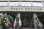 Evropa slavila, Praha bojovala o svou existenci. U budovy Českého rozhlasu lidé uctili oběti Květnového povstání