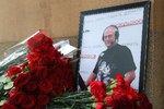 Zrušili pohřeb novináře, který boural na motorce: Byl otráven, míní dcery Dorenka
