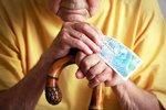 Důchodový průšvih. Mladí do systému dávají méně, než budou brát