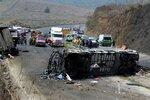 Horor na silnici smrti: Po srážce autobusu s kamionem zemřelo 23 lidí