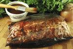 Nejlepší marinády na grilování: Do čeho naložit maso, aby bylo pokaždé jiné?