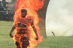 Muž (†33) se zapálil před bílým domem: Podlehl těžkým zraněním