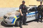 Policista v Karviné zahlédl na balkoně oběšence: Muži zákona mu zachránili život