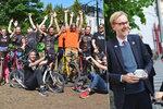 Česko šláplo do pedálů: 20 tisíc cyklistů objelo devadesátkrát zeměkouli