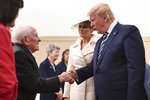 """Melania Trumpová okouzlila veterána (93). """"Být tak o 20 let mladší,"""" laškoval"""