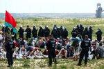 Aktivisté vzali útokem hnědouhelný lom. Při zásahu zranili policisty