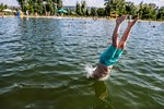 Plavčíci přehlédli topící se dítě: Holčičku (6), kterou vytáhli z vody kluci, už pustili z nemocnice