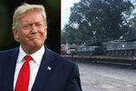 """Trump se těší na tanky a ohňostroj. """"Fraška,"""" tepou ho za vojenskou přehlídku"""