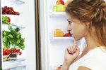 Čistíte lednici tak často, jak byste měli? Jak ji účinně zbavit bakterií a zápachu?