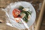 Potravinářská fólie. Tyhle skvělé a netradiční triky se vám můžou hodit