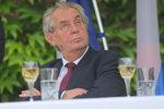 Prezident nehodlá respektovat ústavu, píše tisk: Chce, aby ČSSD odešla z vlády?