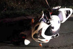 Dívka (†23) spadla z motorky do protisměru, kde ji přejela auta. Na místě zemřela