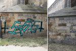 Záhada! Z Karlova mostu zmizelo graffiti. Restaurátoři neví, kdo je odstranil