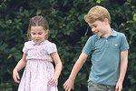 A tohle jsou jeho starší sourozenci, Charlotte a George