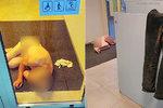 Naháč si ustlal u bankomatu ve Zlíně: Kalhoty i bankovky ležely opodál