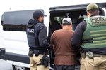 Trump udeřil na nelegální migranty. Ve vazbě skončily stovky lidí z továren