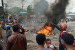 Studenti vypálili parlament a chtějí nezávislost, v provincii Indonésie to vře