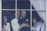 Chůva, která pečuje o děti vévodkyně Kate, se moc neukazuje, stojí spíše v pozadí a je po ruce tehdy, když ji Kate potřebuje.