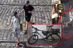 Strážníci hasili žízeň, dva chlápci jim mezitím ukradli služební kola! Zloděje hledá policie