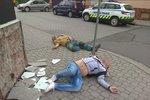 V Přerově na chodníku leží dvě mrtvoly, šokovaní lidé přivolali policisty!