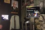 """Revoluce bez mobilů, tabletů a sociálních sítí: Výstava ukazuje fenomén """"sametu"""" v jiném světle"""