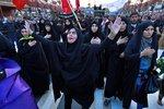 Svatou pouť využili k protestům. Tisíce muslimů v Iráku požadují konec vlády