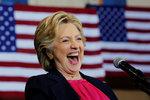 """Clintonová dál """"mlží"""". Stane se přece jen černým koněm voleb v USA?"""