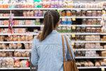 Češi vidí největší možnost šetřit na jídle, ukázal průzkum. Internet propadl