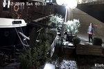 """""""Přeřízl"""" Matyldu a Klotyldu: Muž zničil lana lodí a květináč, hledá ho policie"""