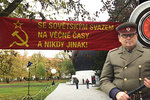Život za komunismu ve 20 minutách: Projekt Totalita na Karlově náměstí připomíná i násilí a vývoj nesvobody