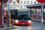 """Pražskému dopravním podniku chybí řidiči: Za podpis smlouvy nabízí """"papíry"""" na autobus zdarma"""