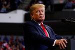 """Trump do voleb zveřejní """"finanční hlášení"""". Kvůli daním na něj tlačí demokraté"""