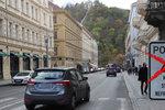 Auta se vrátila na břehy Vltavy. Politici ale vymýšlejí další experiment. Uzavřou nábřeží navždy? Rozhodne měření!