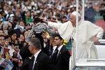 Papež František navštívil Nagasaki a Hirošimu. Do jaderných zbraní se tvrdě opřel