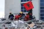 Už není šance: Po zemětřesení v Albánii ukončili prohledávání trosek, obětí je 51