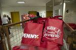 Přijďte si pro Vánoční tašky!Za 299 Kč nákup za 699 Kč. Je jich připravených 500