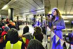 VIDEO: Pražské metro se proměnilo v koncertní sály. Pasažéři poslouchali rock i valašské lidovky