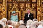 Alžběta II. dorazila za zákonodárci i s Charlesem. Královna zmínila brexit k 31. lednu