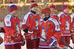 Putin hrál hokej proti pohádkově bohatému oligarchovi. Trapnému pádu se tentokrát vyhnul