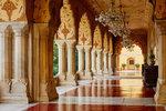 Královská rodina pronajímá část paláce. Luxus se sluhou vyjde na 164 tisíc za noc