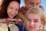 Dámská jízda Štíbrové, Pártlové a Arichtevy u moře: Bez make-upu šmírují turisty!