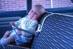 V roce 1965 vypadala autosedačka pro dítě takhle.