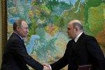 """Putin má staronovou vládu """"věrných"""", zůstává i Lavrov. Kritik Čechů končí"""