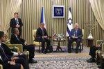Babiše v Izraeli vítal Stropnický, prezidentovi vyřídil pozdrav. A řekl, proč nechal Moniku doma