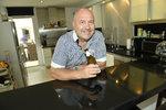 Michal David chalupaří na Kanárech! Na Tenerife jezdí vlastním cadillacem a vyvařuje návštěvám