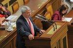 """Filip """"v podmínce"""". Sněmovna se distancovala od výroků šéfa KSČM o legionářích"""