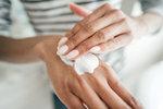 Test krémů na ruce: Které se dobře vstřebávají a ochrání pokožku i nehty?